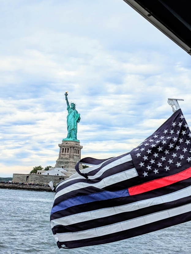 visiting the stature of liberty thanks to new york citypass via ferry boat
